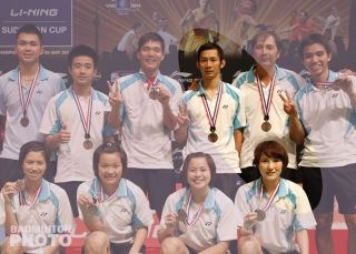 Nguyen and Vu - Sudirman Cup 2013 team photo