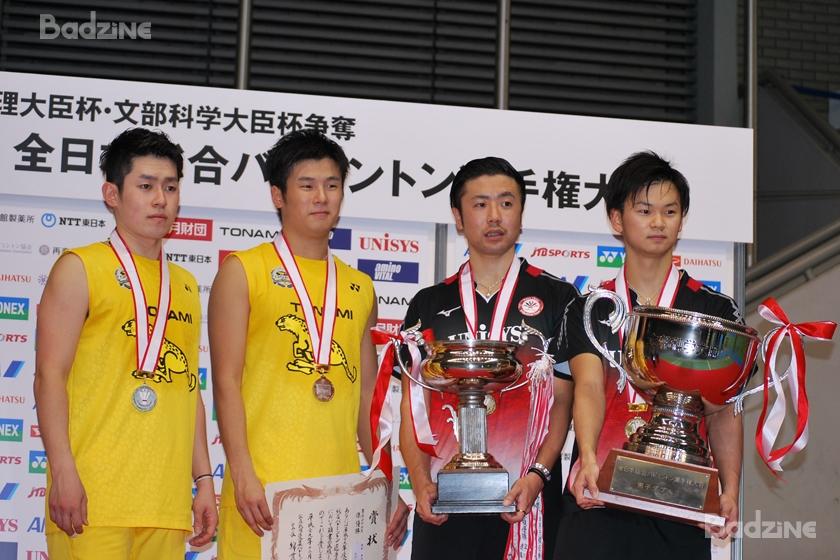 Takuro Hoki / Yugo Kobayashi (left, runners-up); Hiroyuki Endo / Yuta Watanabe (winners)