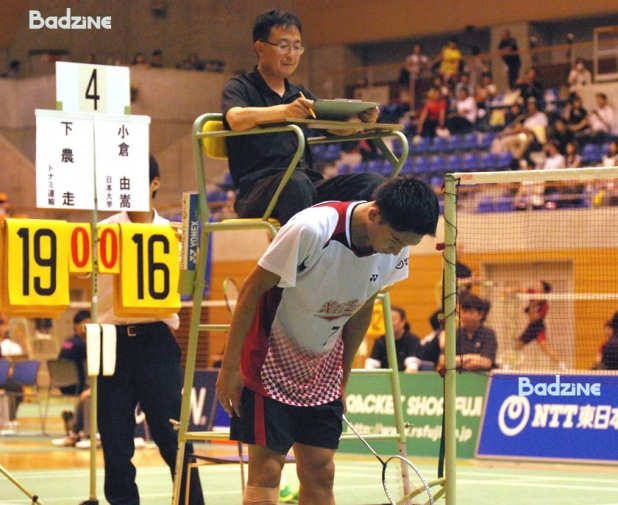 Momota bowing after win
