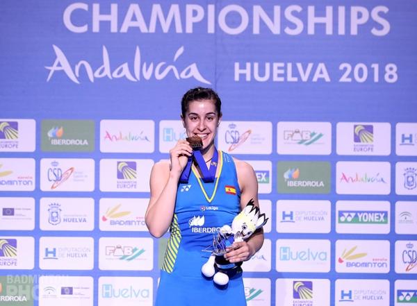 Carolina Marin winning in her hometown