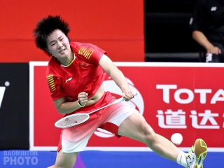 He Bingjiao playing at home in the 2018 World Championships