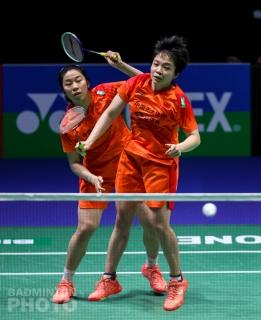 Jia Yifan (left) and Chen Qingchen (CHN)