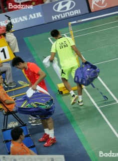 Lin Dan and Chen Long changing ends in the final of the 2014 Asian Games