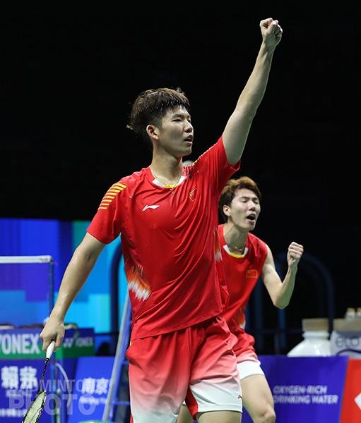 Liu Yuchen and Li Junhui at the 2018 World Championships