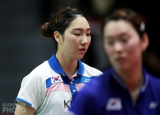 Korea's Sung Ji Hyun (left) and Kim Ga Eun