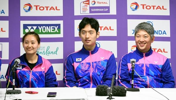 Kang Kyung Jin with Chae Yoo Jung / Choi Sol Gyu at the 2017 Sudirman Cup