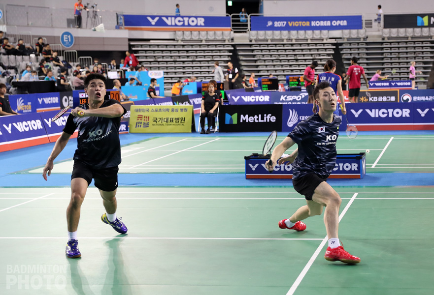 Two-time defending men's doubles champion Yoo Yeon Seong made a special appearance today in the Korea Open first round but he and Lim Khim Wah dropped a tight contest to […]