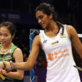 Pusarla Venkata Sindhu blocked Ratchanok Intanon to keep alive her hopes of a title defense, once again the only hope for a home title. By Jong. Photos: Mikael Ropars / […]